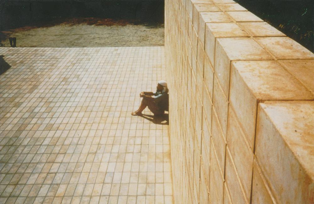 「日向ぼっこの空間」1988 photo: Junko WADA