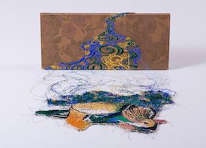 右:宮田彩加《鴛流水図》2015 布、糸 当館蔵