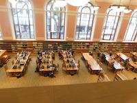 ポートランドの中央図書館内部